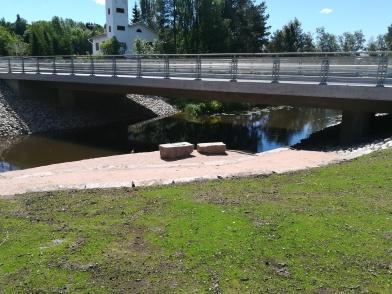 vanhan sillan kiviä käytetty upeasti