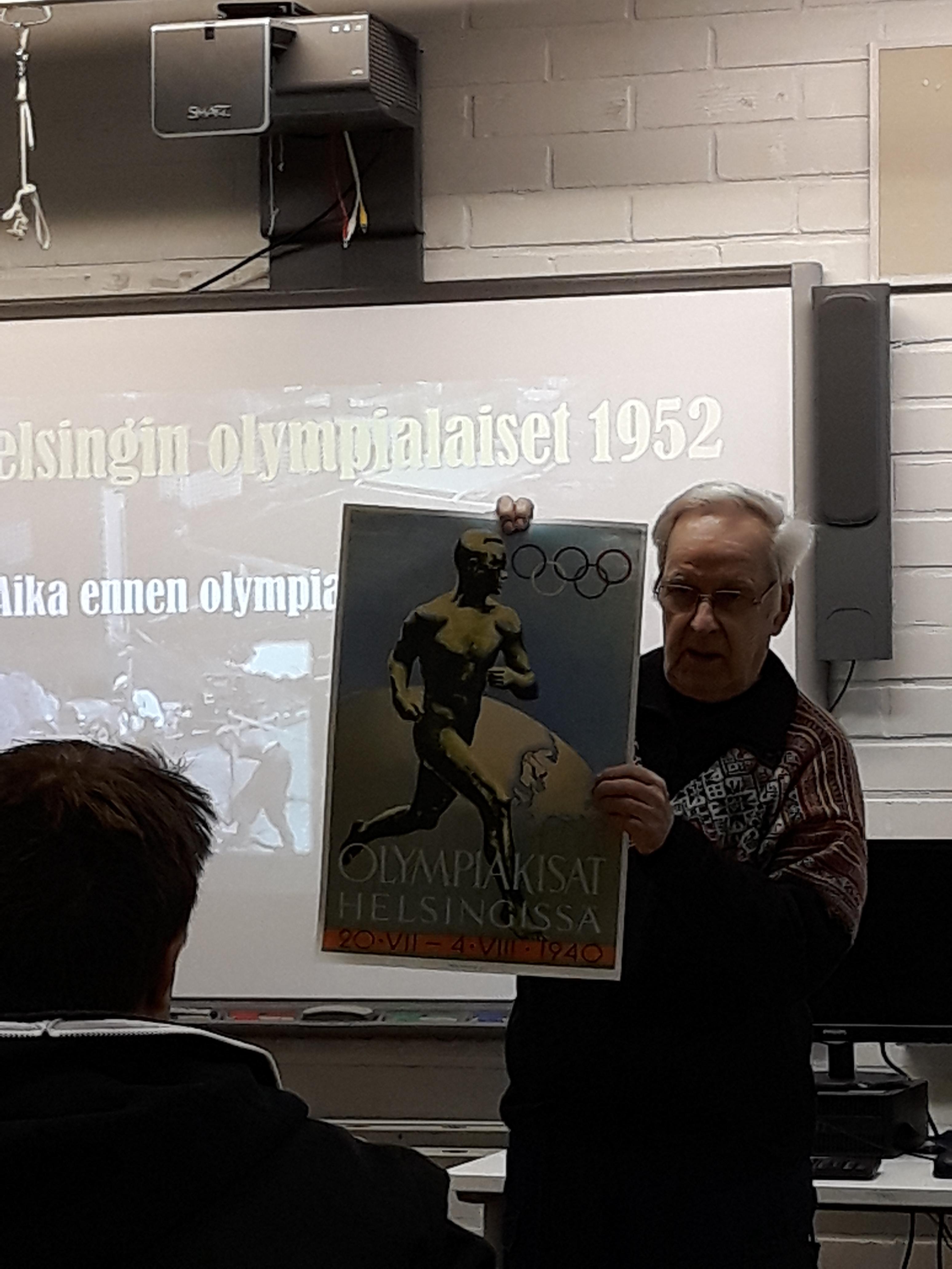 Juhani Mannerkoski esittelee Helsingin olympialaisten alkuperäistä esitettä