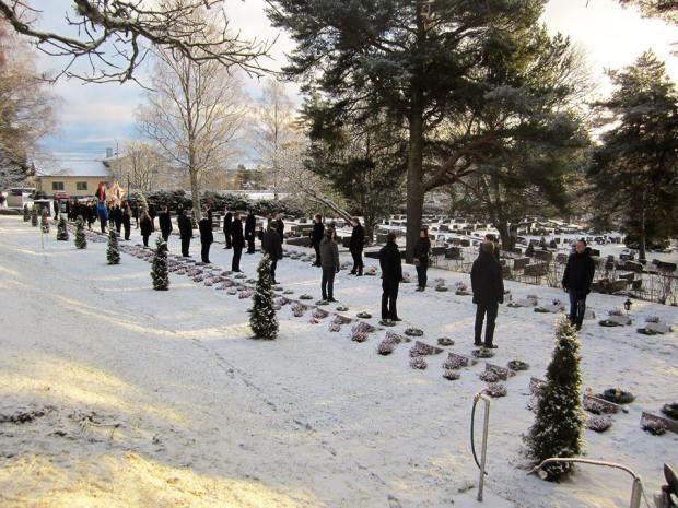 Suomi 100 - kunniavartio Nummen sankarihaudoilla