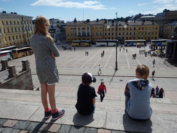 Helsingin tuomiokirkon portailla